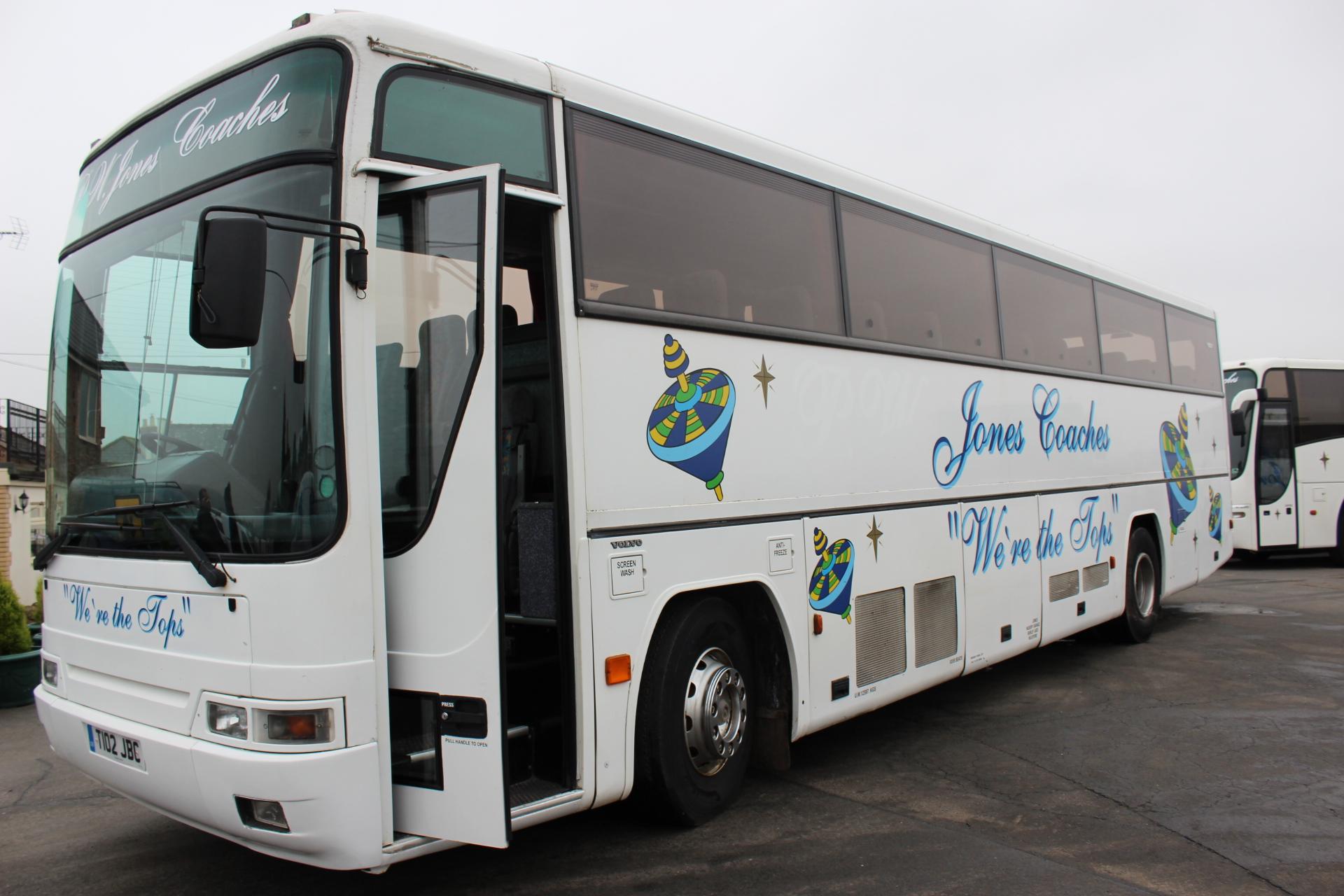 99 VOLVO B10M PLAXTON PREMIERE 350 53 STS - Hills Coaches